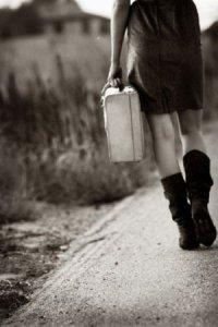 donna valigia